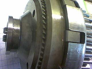 Крышка сзади - прямой привод тягового мотора.