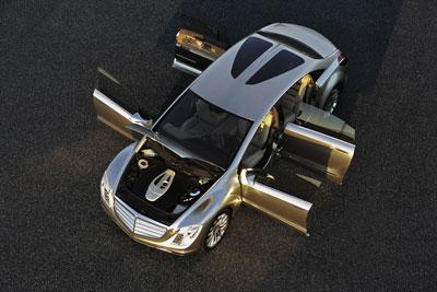 Mercedes F700 Up