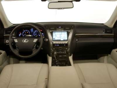 Lexus LS 600h L - передняя панель