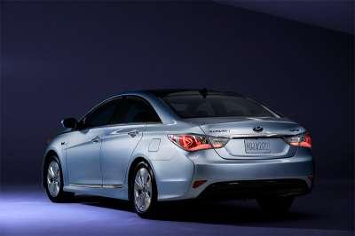 Hyundai Sonata Hybrid Вид сзади